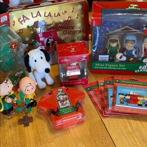 Peanuts Christmas lot with variety of items